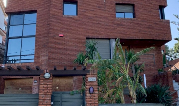 2006  Двухэтажный дом на участке 600 м2 в Кастельдефельсе | 2