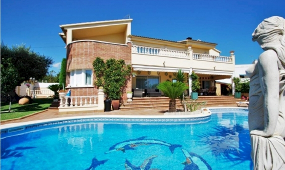 - Wonderful luxury villa close to the beach on Costa Dorada