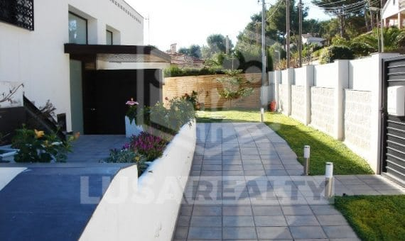 - Elegant contemporary villa in Castelldefels   0-1-570x340-jpg