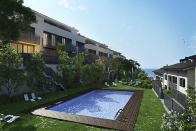 Новые дома возле моря в Тейя