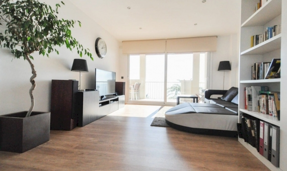 Refurbished penthouse on the first sealine in Barcelona Suburb | 1