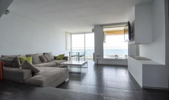 Sunny penthouse duplex refurbished and with sea views in Gava Mar | 1