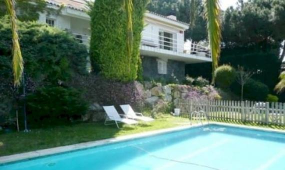 - Дом 270 м2 с бассейном и гаражом в Кабрильс