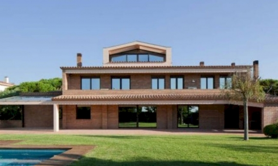 Spectacular house with sea views for sale in Gava Mar | 1-5-570x340-jpg