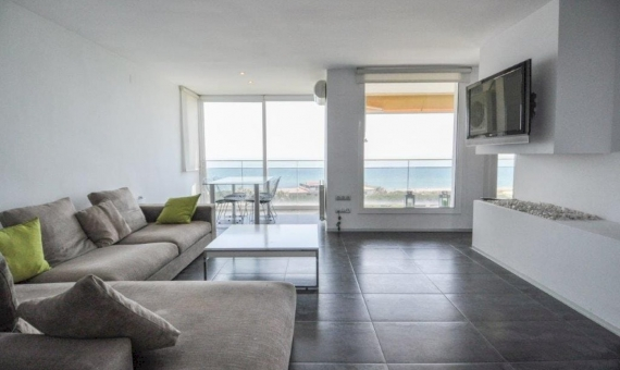 Sunny penthouse duplex refurbished and with sea views in Gava Mar | 2