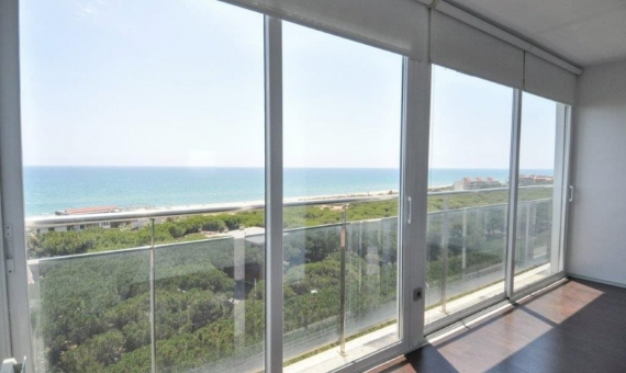 Sunny penthouse duplex refurbished and with sea views in Gava Mar | 3