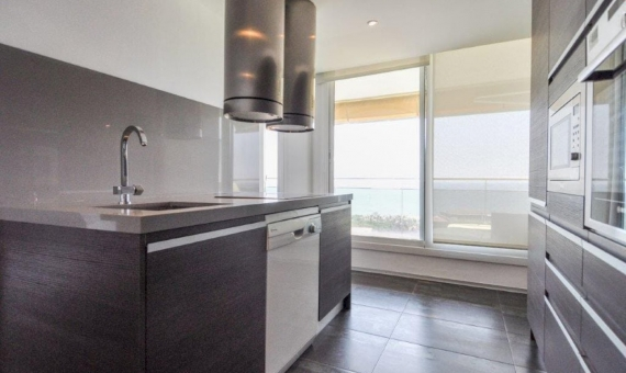 Sunny penthouse duplex refurbished and with sea views in Gava Mar | 4