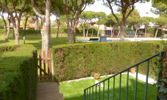 Townhouse in prestigious area Gava Mar, 1st sea line | 1