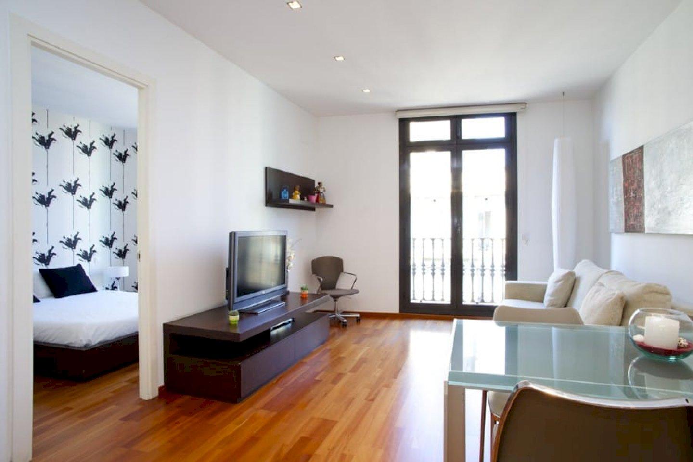 Квартира в Барселоне с ремонтом и туристической лицензией