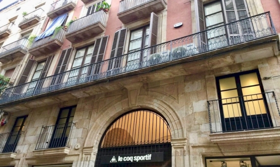 Ancient building with Art Gallery in the Historical Center of Barcelona | 7-whatsapp-image-20170313-at-113705-570x340-jpg