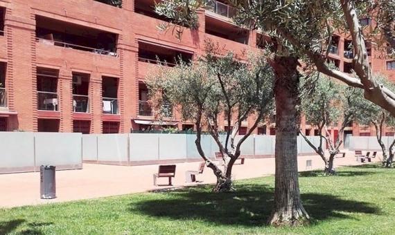 Venta de un bajo reformado con terraza de 25 m2 en Diagonal Mar | 0-g-1oc1a0qz6fnd-3049-570x340-jpg