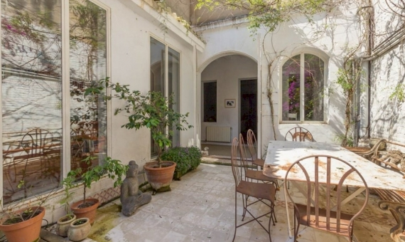 Impresionante propiedad totalmente reformada con terraza en la zona alta de Barcelona | 3