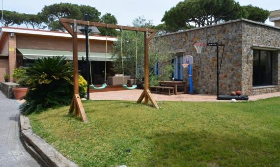 Chalet con piscina en alquiler a 100 m de la playa en Castelldefels | 2-lusa-realty-house-rent00003-570x340-jpg
