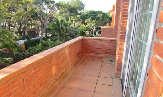 Three story house with a garden in Gava Mar | 4