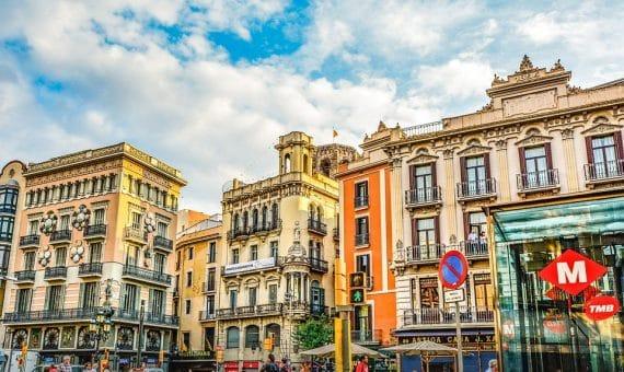 Жилой дом 4970 м2 рядом с рядом с Ла Рамблой, Эшампле   la-rambla-barcelona-570x340-jpg