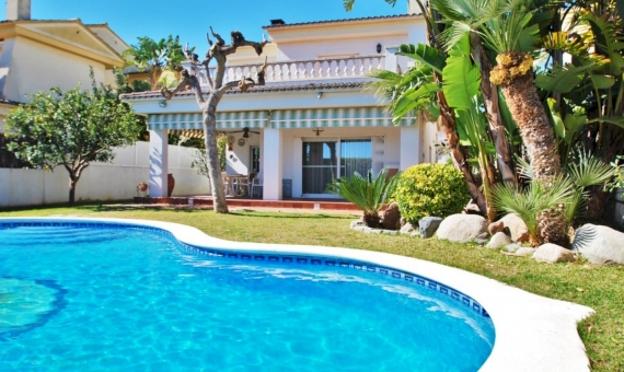 - Hermosa villa Fabiana con piscina privada en Calafell