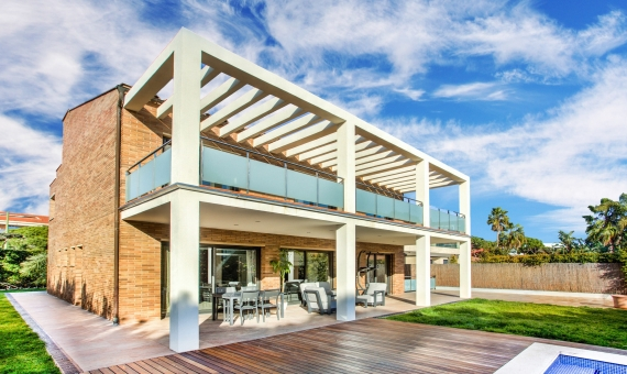 Modern villa with 5 beds and pool on rent close to the beach | 2