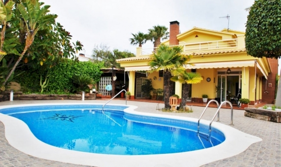 Cozy villa few minutes away from the Costa Dorada beaches | 1-fileminimizer-1-570x340-jpg