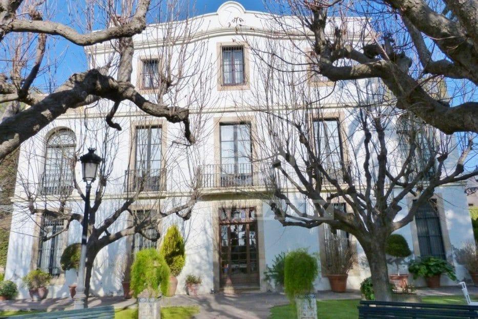 дом с лесом в Испании
