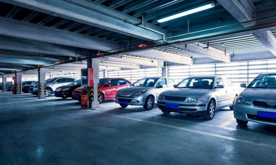 Parking for 400 places near Francesc Masia | shutterstock_154988729-570x340-jpg