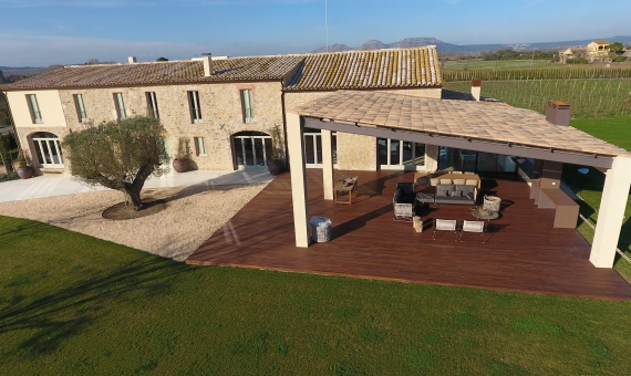 Modern country estate 3 km from the sea on a plot of 26.000 m2 on the Costa Brava | mas_moscat_pals_costa_brava_casa_en_venta_cases_singulars_emporda-7-570x340-jpg