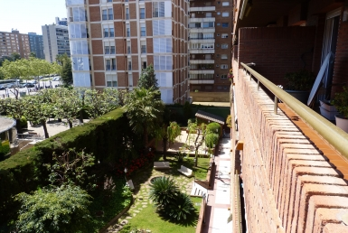 Spacious 5 bedroom apartment in the area of Pedralbes