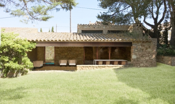 Manor in a modern style in an old town 5 km from the beautiful beaches of the Costa Brava | 3