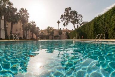 Апартаменты в закрытой территории с бассейном и садом в Сагаро