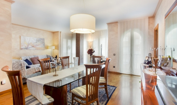 Five bedroom apartment with a large area in the center of Barcelona | 2