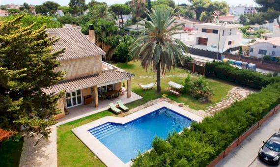 Дом 400 м2 на большом участке рядом с морем в Кастельдефельсе | image-0416-570x340-jpg