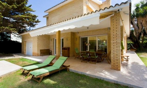 House on a large plot near the sea in Castelldefels | 3