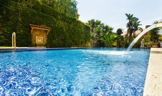 Townhouse of 500 m2 with a private pool in the prestigious urbanization of Can Roca | image-670068-570x340-jpg