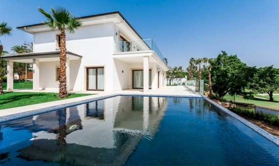 - Villas 1023 m2 with infinity pools and tropical garden in Marbella