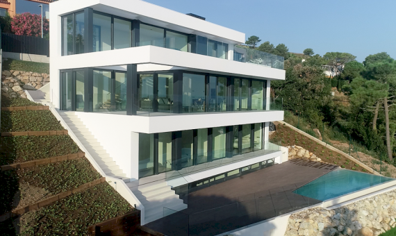 New construction villas 242 m2 with sea views in Begur