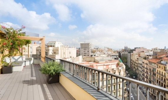 Newly renovated penthouse flat 221 m2 with a terrace in Eixample | 1