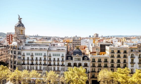 Commercial space 217 m2 on Paseo de Gracia, Eixample | shutterstock_734408065-2-570x340-jpg
