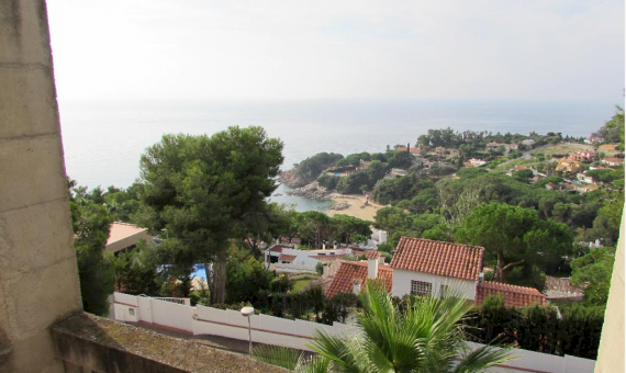 House with a plot 850 m2 in a guarded urbanization in Blanes | 3