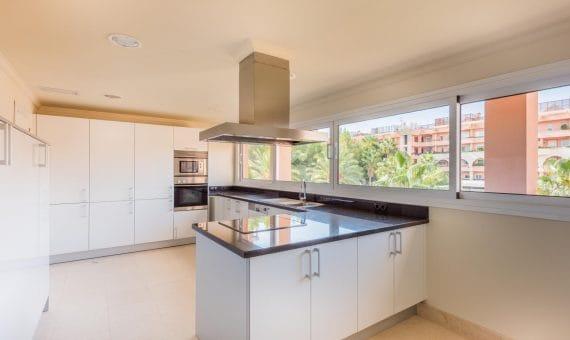 Апартаменты в Новой Андалусии, 263 м2, сад, бассейн, парковка     4