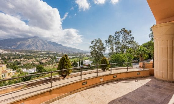 Apartment in Nueva Andalucia, Marbella, 263 m2, garden, pool, parking -