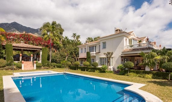 Villa in Marbella Golden Mile, 1055 m2, garden, pool, parking -