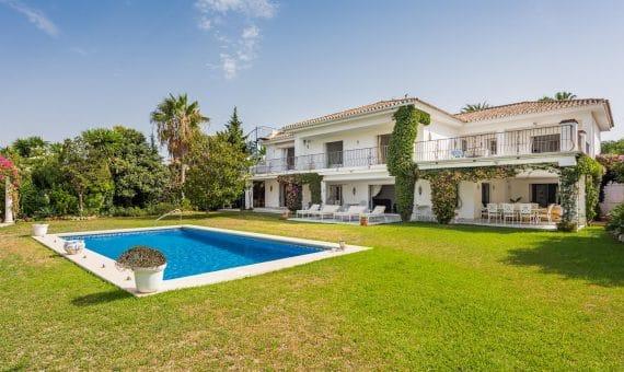 Вилла в Эстепоне, Марбелья, 550 м2, сад, бассейн, парковка -