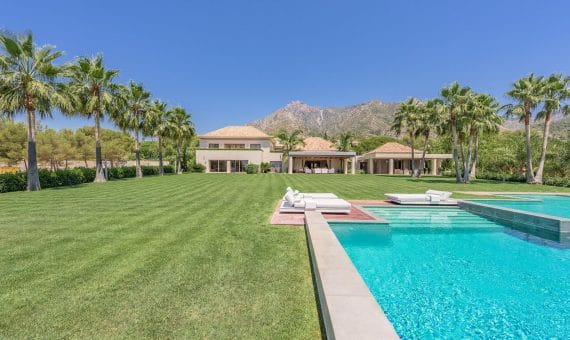 Villa in Marbella Golden Mile, 2438 m2, garden, pool, parking -