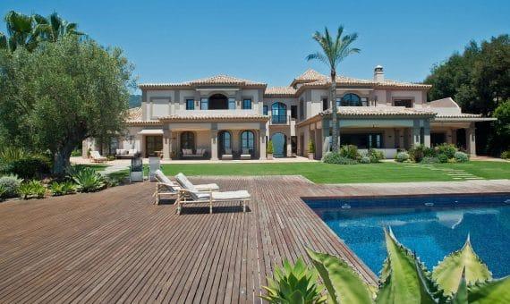 Villa in Benahavis, Marbella, 1300 m2, garden, pool, parking -