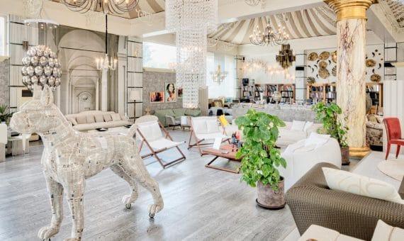 Коммерческая недвижимость в  Пуэрто-Банусе, Марбелья, 400 м2, парковка   | 2