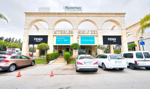 Коммерческая недвижимость в  Пуэрто-Банусе, Марбелья, 400 м2, парковка   | 263-00520p_12077-570x340-jpg