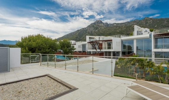 Городской дом в районе Золотая Миля, Марбелья, 845 м2, сад, бассейн, парковка -