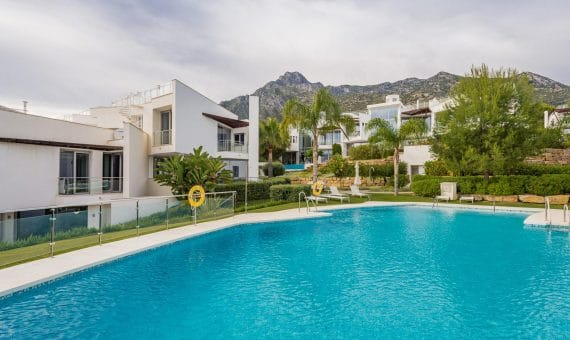 House in town in Marbella Golden Mile, 860 m2, garden, pool, parking -
