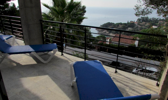 House with a plot 850 m2 in a guarded urbanization in Blanes