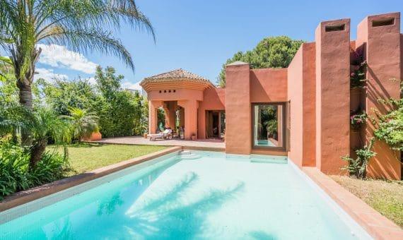 Вилла в Новой Андалусии, 682.Марбелья, 65 м2, сад, бассейн, парковка -