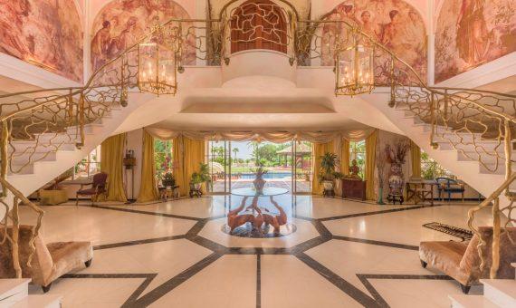 Villa in Benahavis, Marbella, 1620 m2, garden, pool, parking -